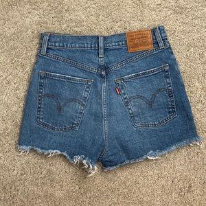 Levi's Jean shorts - size 28